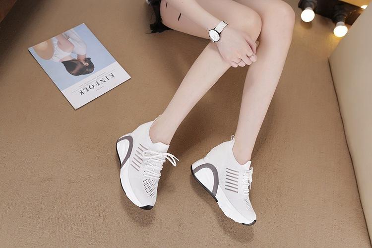 Giày 8.5CM thoáng khí thể thao nữ bằng VẢI không cột dây 13