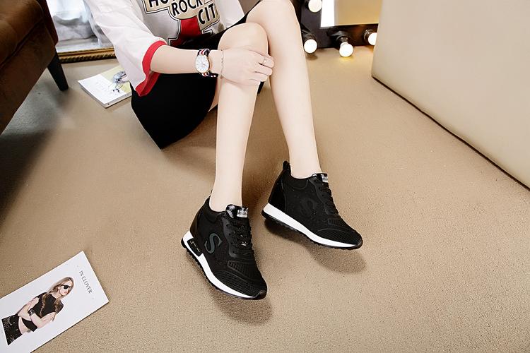 Giày thể thaođế cao nữ