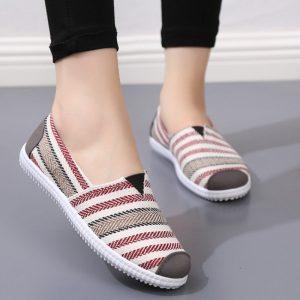 Giày lười vô cùng tiện lợi