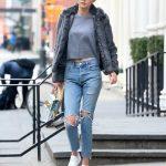 Quần jean áo thun mang giày gì cho phù hợp?