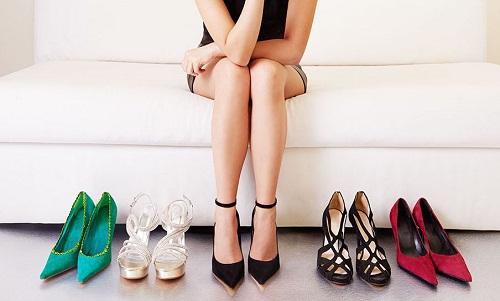 Đi giày cao gót có thể ảnh hưởng tới khả năng sinh sản của nữ giới